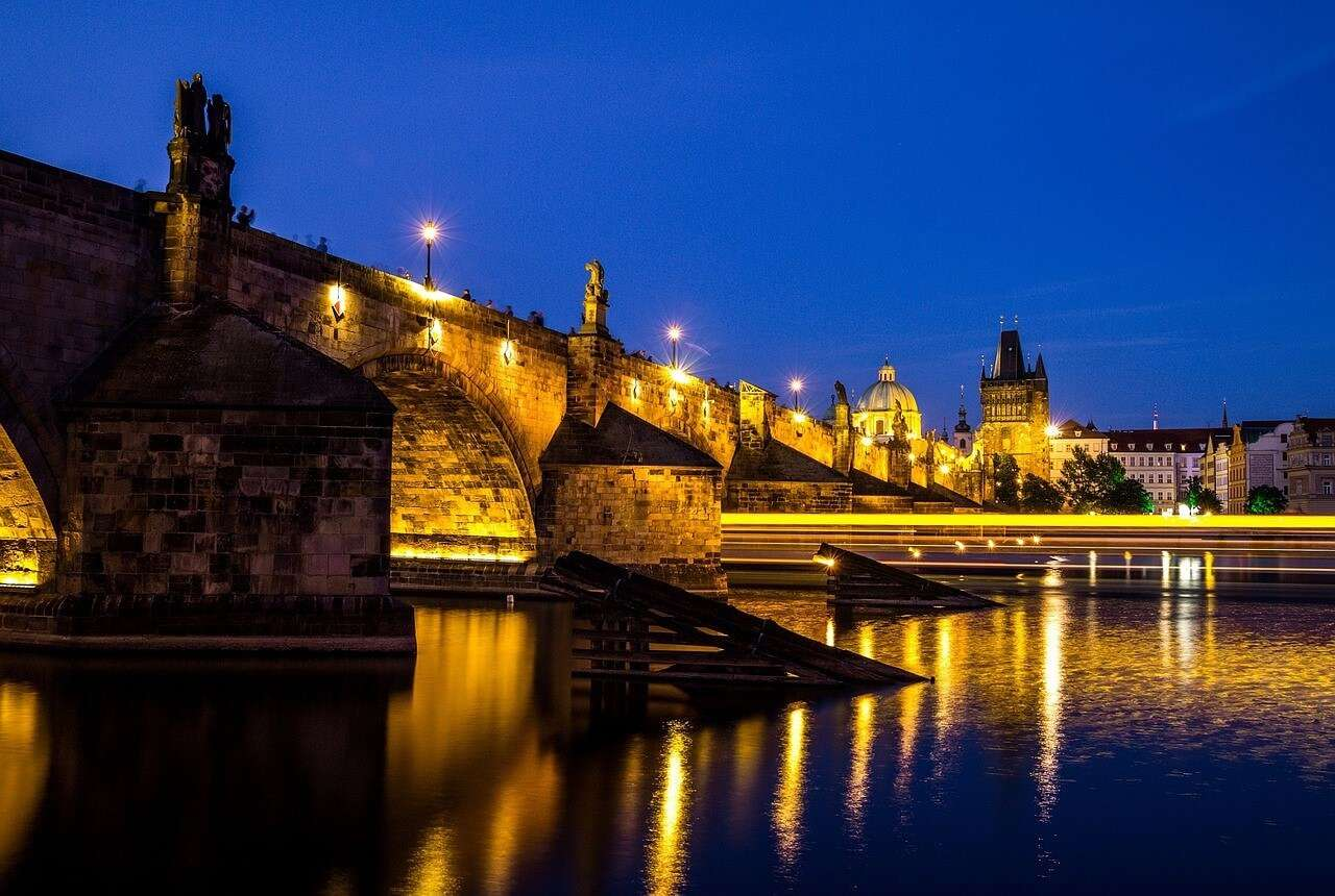 Charles Bridge Prague rdb3n4 - 10 Beautiful Places To Visit At Night