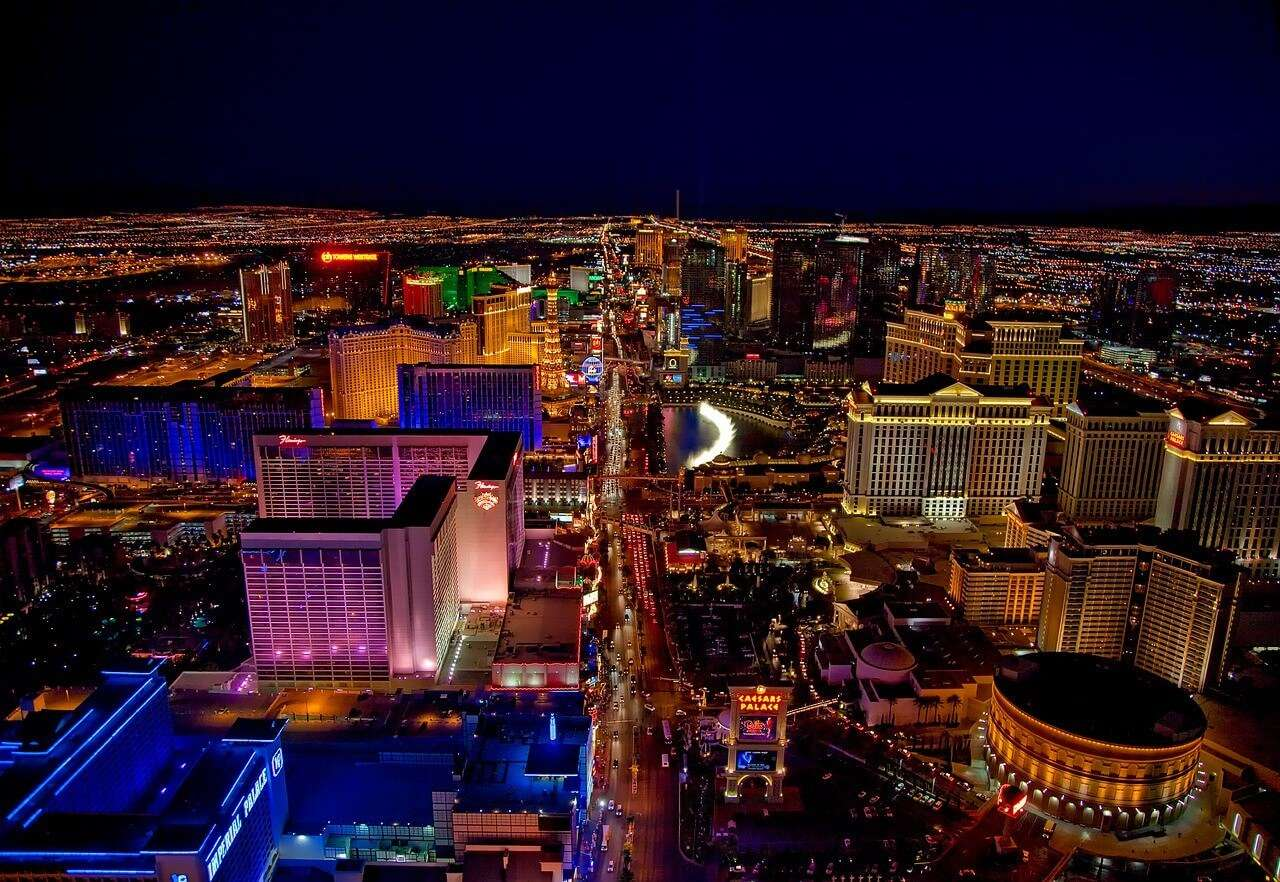 The Strip Las Vegas prhh8z - 10 Beautiful Places To Visit At Night