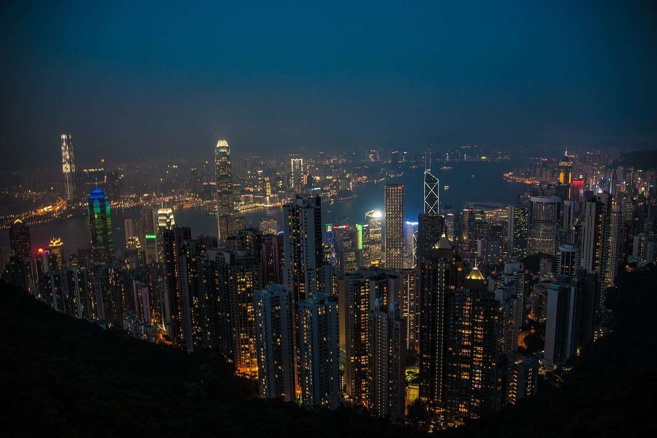 Victoria Peak at Night sizaju - 10 Beautiful Places To Visit At Night