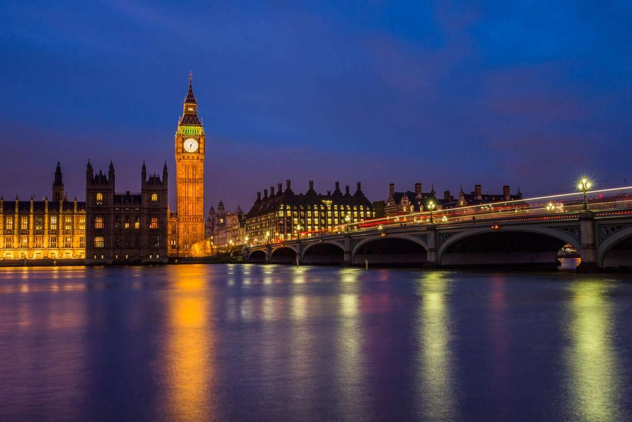 Westminster Bridge London ezprte - 10 Beautiful Places To Visit At Night