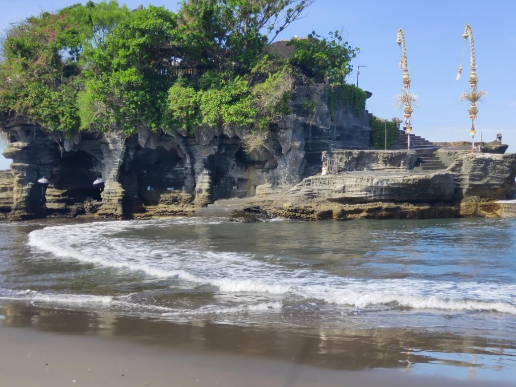 Tanah Lot Temple-Voyage Nomad